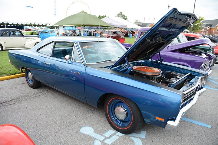 When the NSRA dropped it's pre-48 year restriction, it opened up the door for cars like this Hemi-powered Road Runner, which sports a set of our Firestone Wide Oval redline tires.